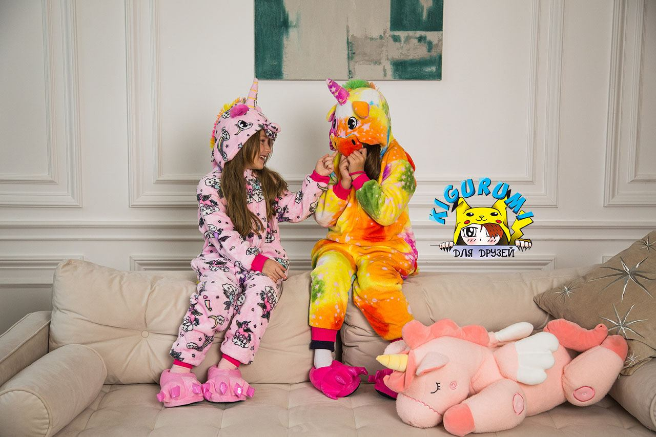 Дети в кигуруми единорогов
