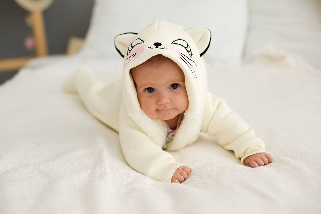 Малыш в кигуруми котенок