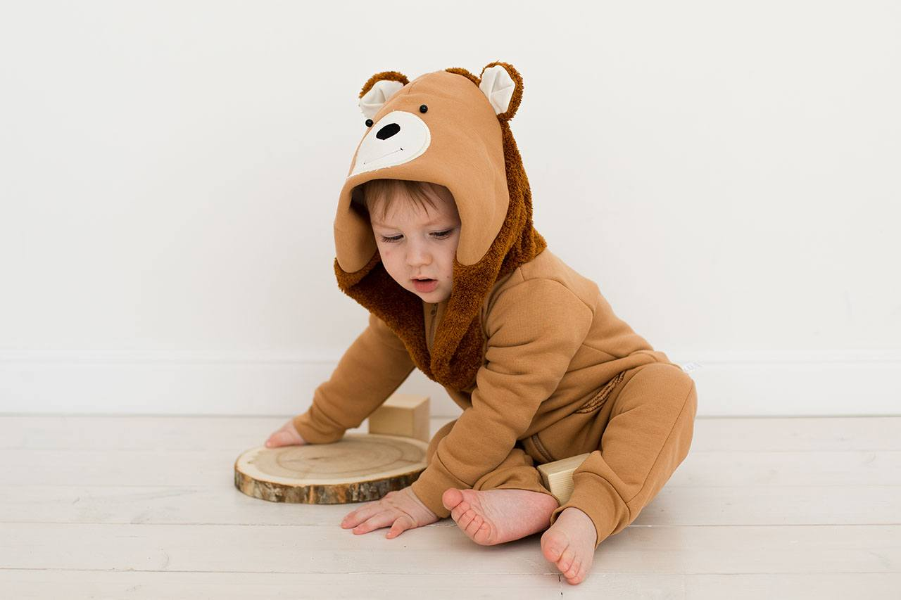 Малыш в кигуруми мишка