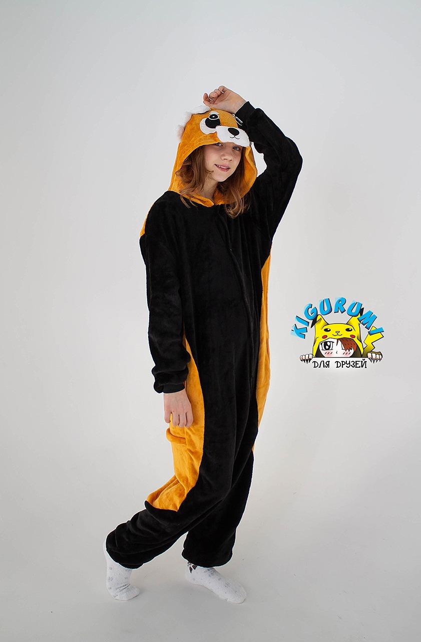 девочка в кигуруми Красная панда