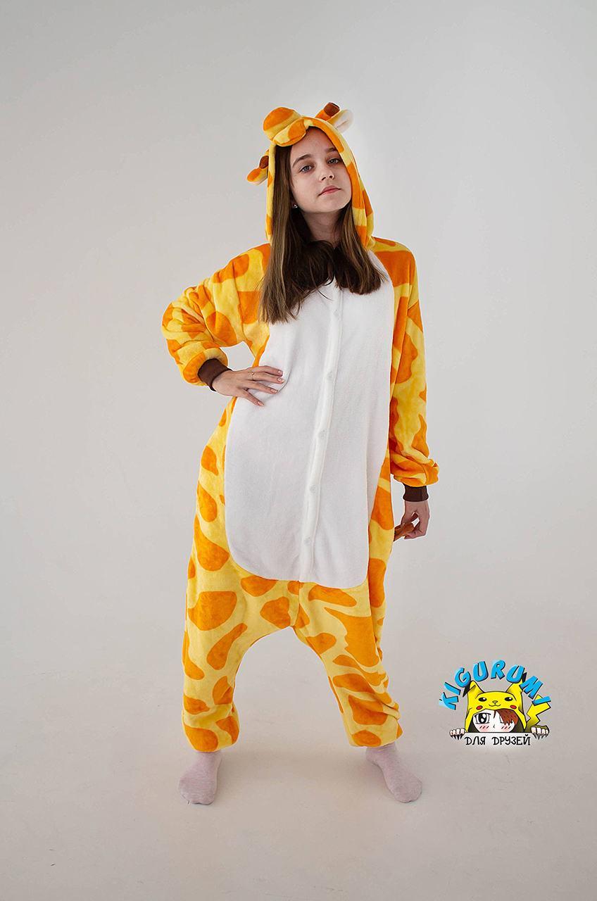 девочка в кигуруми жираф